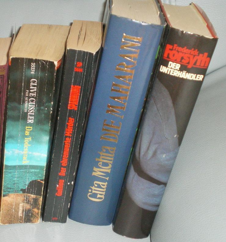 Bild 3: Bücher 4 Stück an der Zahl (VB)