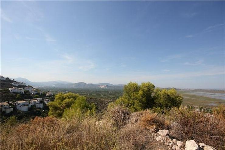 Bild 3: 1200 m² Baugrundstück in sonniger Lage mit Aussicht aufs Meer, die Berge und Pegos Natur...