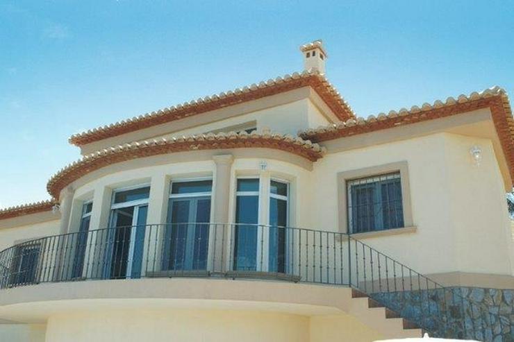 Bild 4: Sehr moderne Villa mit Kaminofen, Pool, Carport, Fussbodenheizung und herrlicher Aussicht