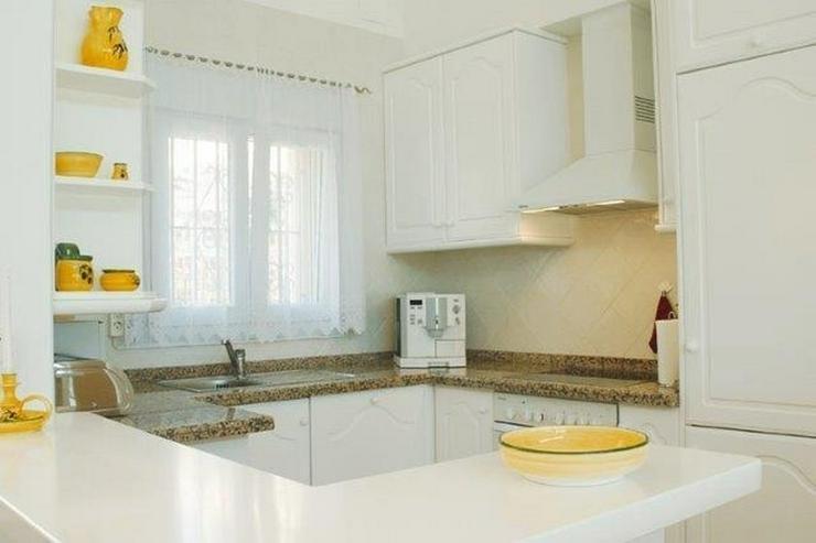 Sehr moderne Villa mit Kaminofen, Pool, Carport, Fussbodenheizung und herrlicher Aussicht - Haus kaufen - Bild 6