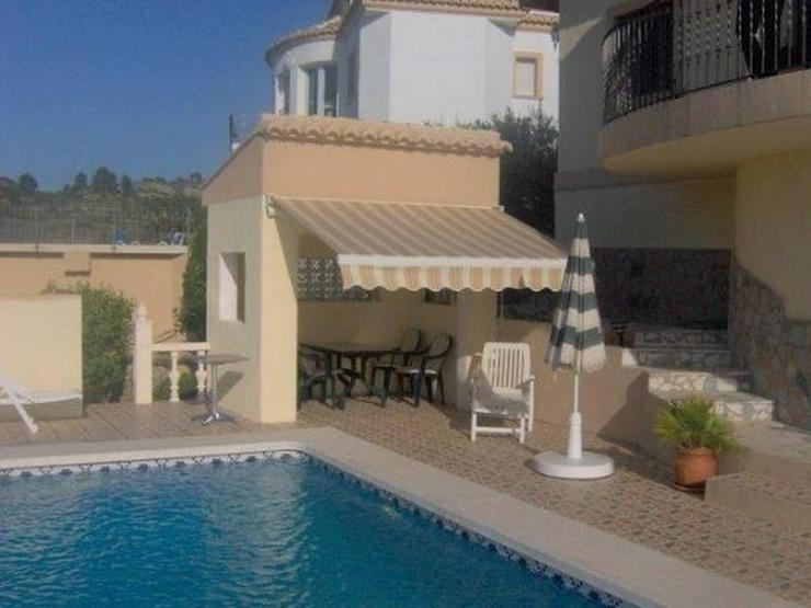 Bild 3: Sehr moderne Villa mit Kaminofen, Pool, Carport, Fussbodenheizung und herrlicher Aussicht