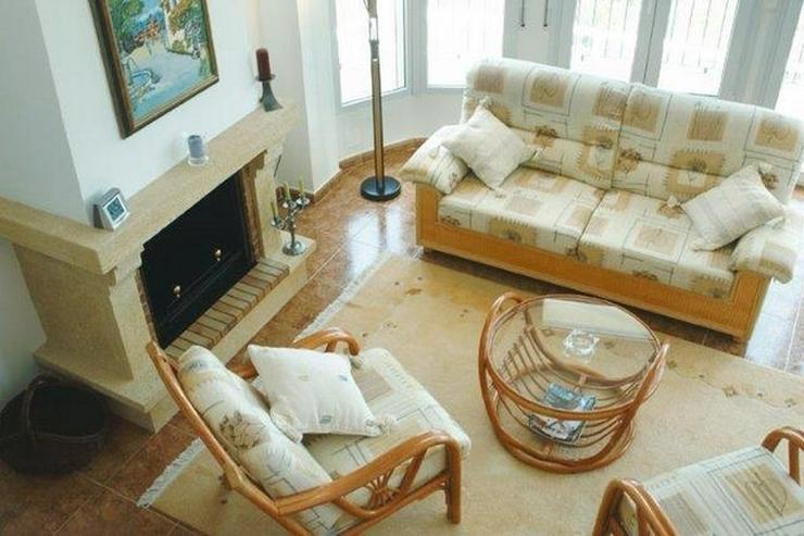Bild 5: Sehr moderne Villa mit Kaminofen, Pool, Carport, Fussbodenheizung und herrlicher Aussicht