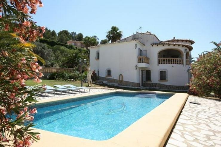 Villa mit Gästewohnung und uneinsehbarem Grundstück, BBQ, Garage, Pavillon und Burgblick - Haus kaufen - Bild 1