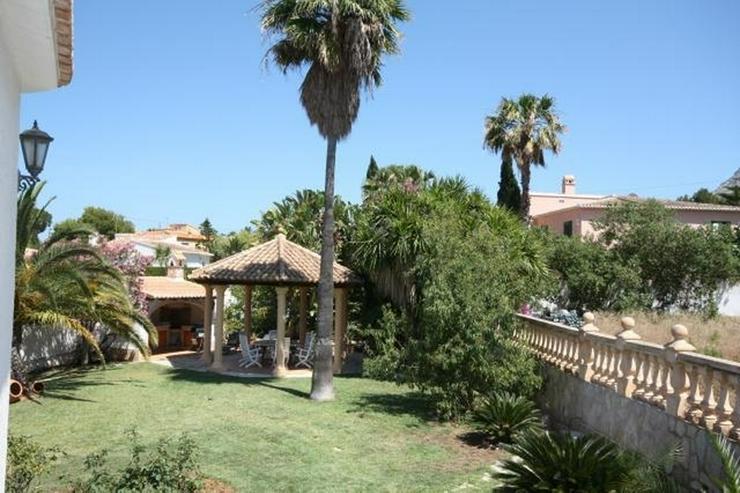 Bild 2: Villa mit Gästewohnung und uneinsehbarem Grundstück, BBQ, Garage, Pavillon und Burgblick