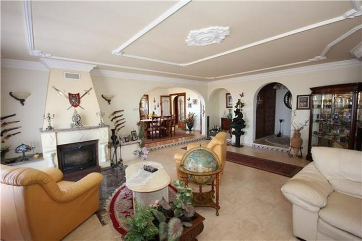 Bild 5: XXL Villa mit Pool, 5 SZ, 5 BZ, Jacuzzi, WiGa, Garage, Dachterrasse, einmalige Aussicht.