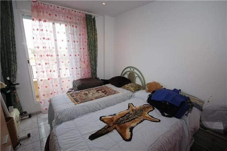 Bild 6: Schöne Penthauswohnung mit 3 Schlafzimmern, 2 Bädern, großer Dachterrasse, Jacuzzi, her...