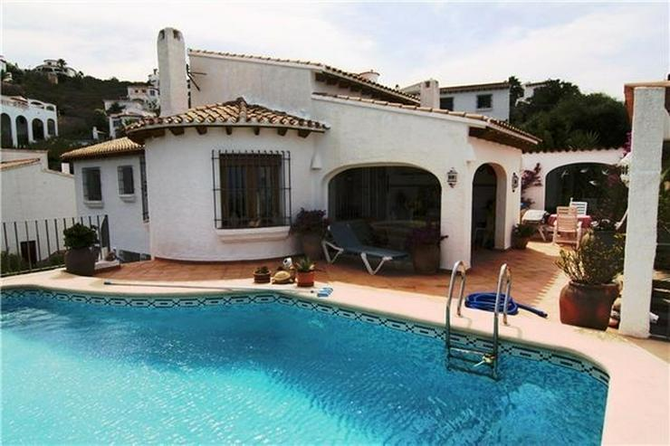 Attraktive, sehr gepflegte Villa mit schönem Panoramablick auf die Berge und das Meer am ... - Haus kaufen - Bild 1