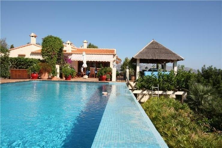 Sehr schöne 3 Schlafzimmer Villa mit Infinity Pool mit grandioser Aussicht in Orba