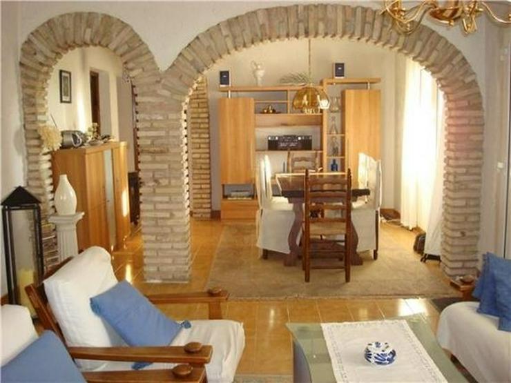 Bild 5: Ausbaufähige Villa mit kleinem Appartement, Carport, Pool, gr. Eckgrundstück in Els Pobl...