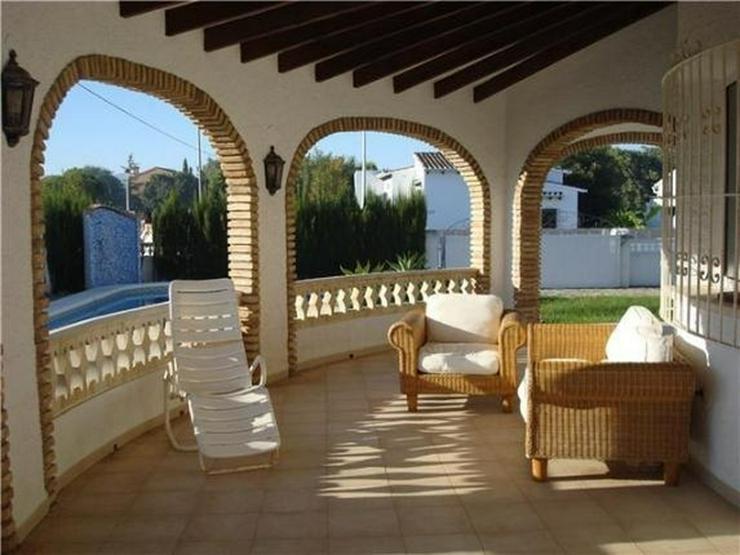 Bild 3: Ausbaufähige Villa mit kleinem Appartement, Carport, Pool, gr. Eckgrundstück in Els Pobl...