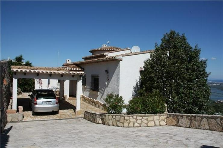 Bild 2: Schöne 4 SZ Villa mit Pool, wunderschöner Aussicht und grosser Einliegerwohnung in Monte...