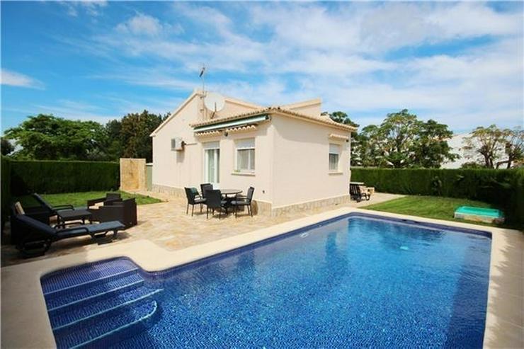 Neuwertige Villa mit Pool u. vielen Extras, sonniges Eckgrundstück, Carport nur 400 Meter... - Haus kaufen - Bild 1