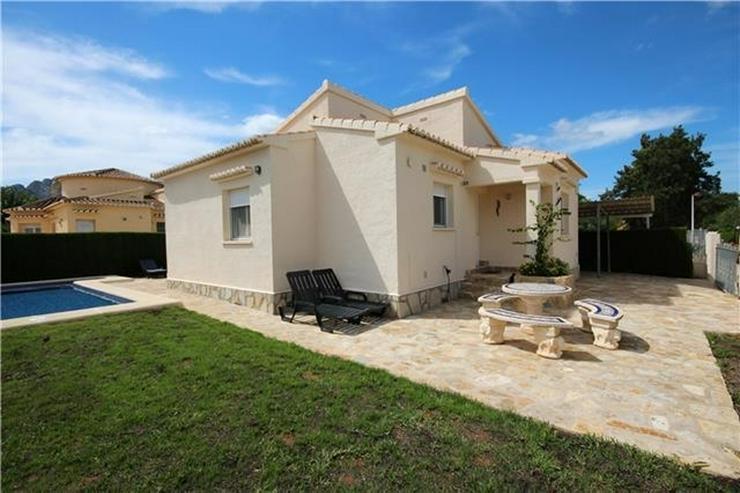 Bild 2: Neuwertige Villa mit Pool u. vielen Extras, sonniges Eckgrundstück, Carport nur 400 Meter...