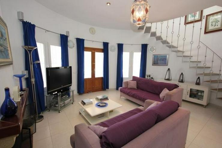 Bild 6: Großzügige Villa mit 2 WE, 6 SZ, 3 BZ, Klima, 12 x 6 m Pool und traumhaftem Bergblick