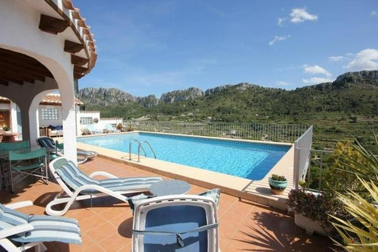 Bild 2: Großzügige Villa mit 2 WE, 6 SZ, 3 BZ, Klima, 12 x 6 m Pool und traumhaftem Bergblick