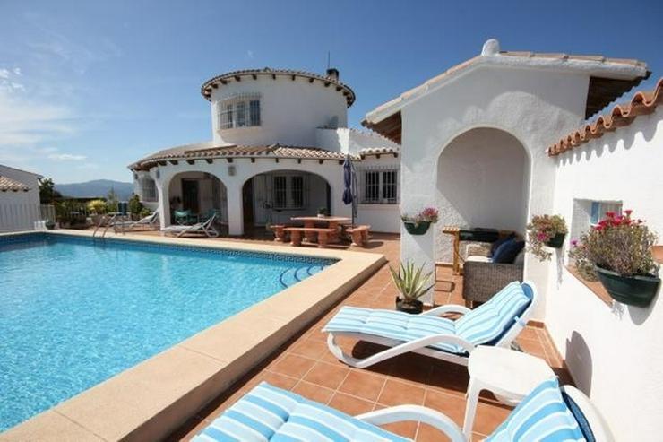 Bild 3: Großzügige Villa mit 2 WE, 6 SZ, 3 BZ, Klima, 12 x 6 m Pool und traumhaftem Bergblick