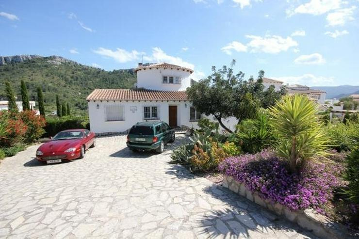 Großzügige Villa mit 2 WE, 6 SZ, 3 BZ, Klima, 12 x 6 m Pool und traumhaftem Bergblick - Haus kaufen - Bild 1