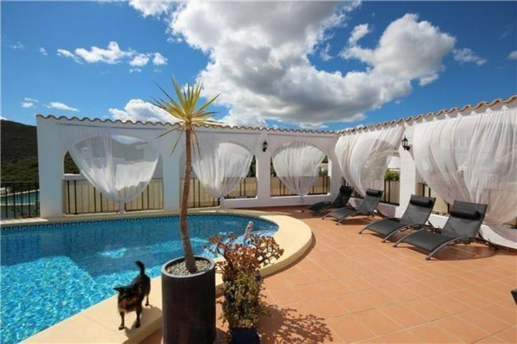 Bild 3: Neuwertige Luxusvilla mit 2 Wohneinheiten, Pool, BBQ, Meerblick in ruhiger Lage am Monte P...