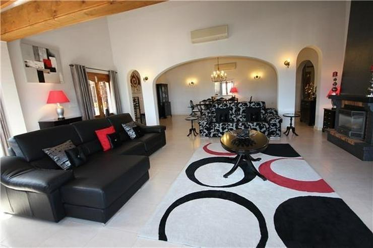 Bild 6: Neuwertige Luxusvilla mit 2 Wohneinheiten, Pool, BBQ, Meerblick in ruhiger Lage am Monte P...