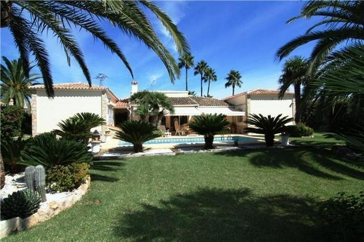 Schöne Villa mit großem Grundstück in Denia- Las Marinas nur 200 Meter zum Meer - Bild 1