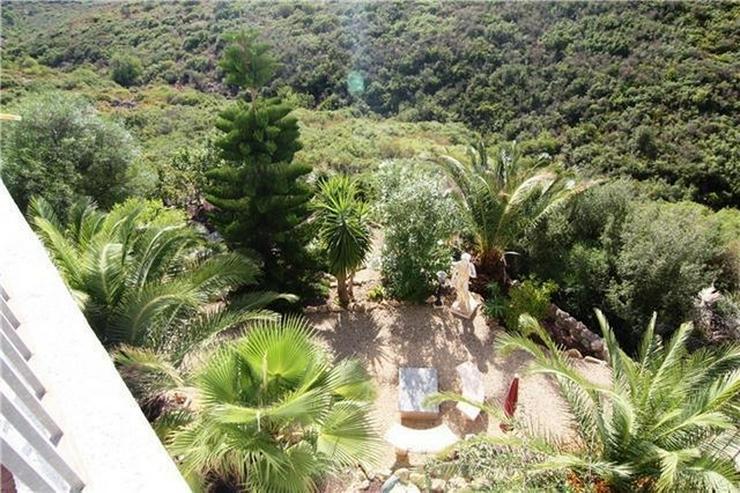 Bild 5: Großzügige Villa mit großer Poolterrasse und traumhafter Berg,-und Meeraussicht auf dem...