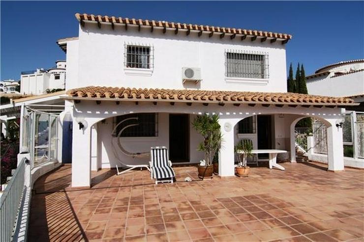 Großzügige Villa mit großer Poolterrasse und traumhafter Berg,-und Meeraussicht auf dem... - Haus kaufen - Bild 1