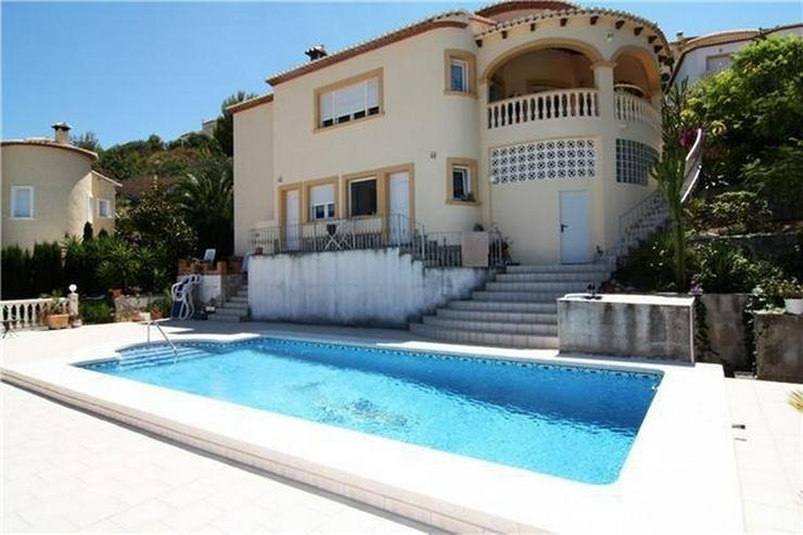 Schöne Villa mit 3 SZ in Orba mit herrlichem Blick auf das Meer und die Berge - Haus kaufen - Bild 1