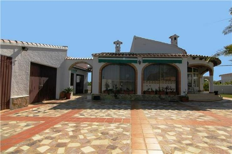 Bild 2: Villa mit 3 SZ und großem Grundstück nur ein paar Minuten zu Fuß von Els Poblets.