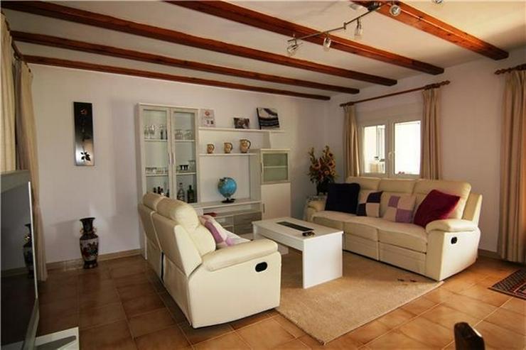 Bild 4: Villa mit 3 SZ und großem Grundstück nur ein paar Minuten zu Fuß von Els Poblets.