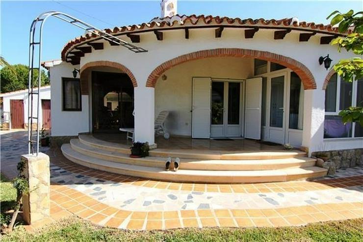 Bild 3: Villa mit 3 SZ und großem Grundstück nur ein paar Minuten zu Fuß von Els Poblets.