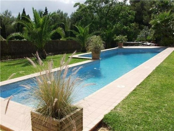 Bild 2: Luxuriöse Designervilla mit Pool in herrlicher Süd-West Lage mit schönem Panoramaausbli...