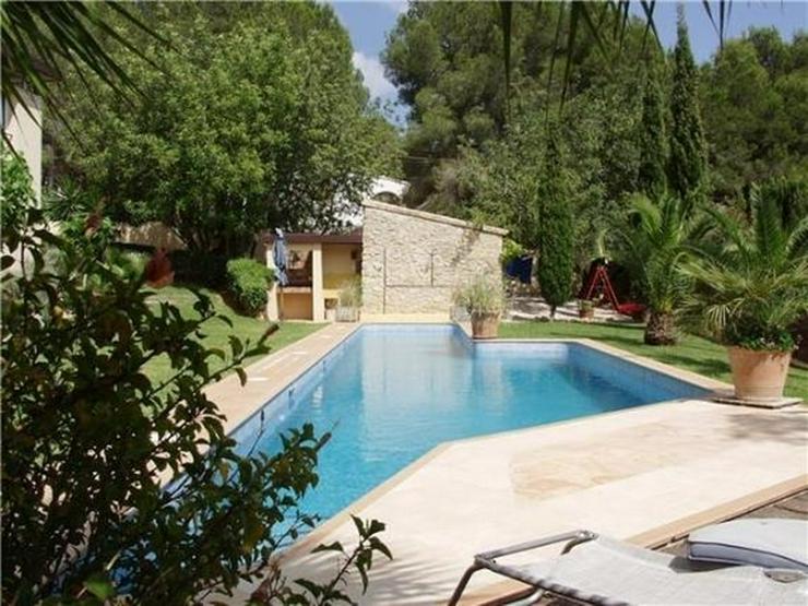 Bild 3: Luxuriöse Designervilla mit Pool in herrlicher Süd-West Lage mit schönem Panoramaausbli...