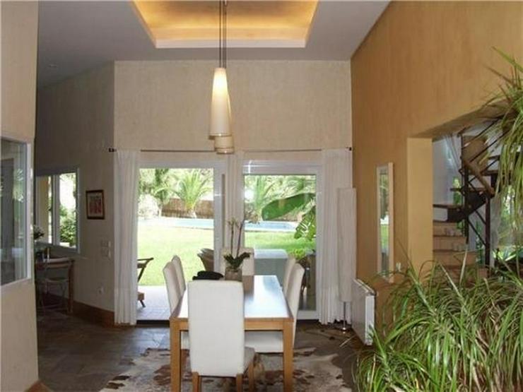 Bild 5: Luxuriöse Designervilla mit Pool in herrlicher Süd-West Lage mit schönem Panoramaausbli...