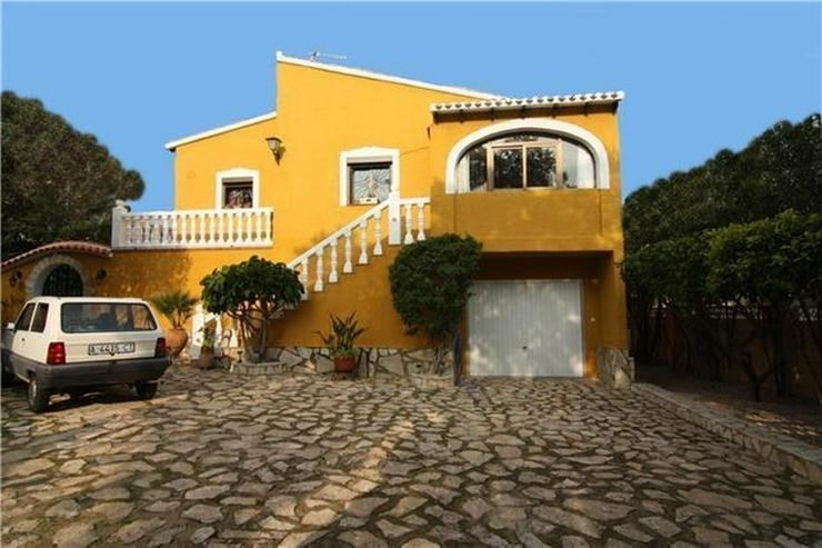 Villa mit zwei Wohneinheiten in schöner Lage und Ausblick in Orba ideal für 2 Generation... - Bild 1