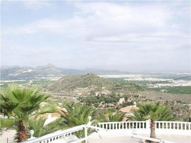Gepflegte Villa mit Pool und traumhafter Fernsicht auf das Meer bis hin nach Ibiza - Haus kaufen - Bild 1