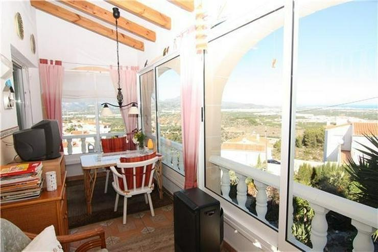 Bild 3: Gepflegte Villa in ruhiger und sonniger Lage mit fantastischer Aussicht auf das Meer
