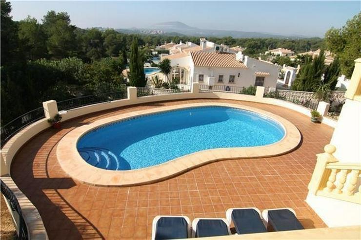 Bild 2: Neuwertige Villa in sonniger und ruhiger Lage mit Pool