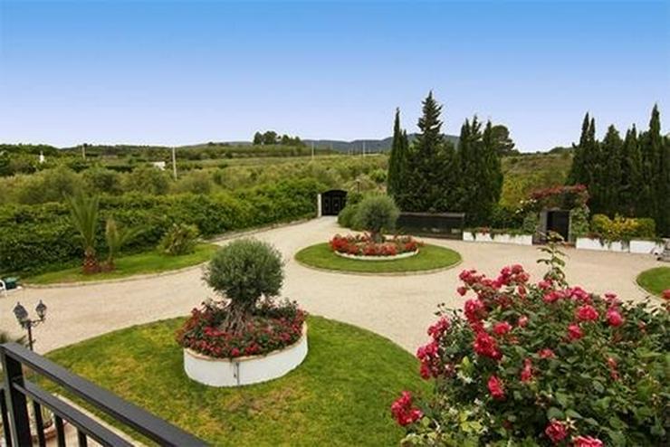 Bild 2: Romantisch gelegene Finca mit Pool und 45.000 qm Land