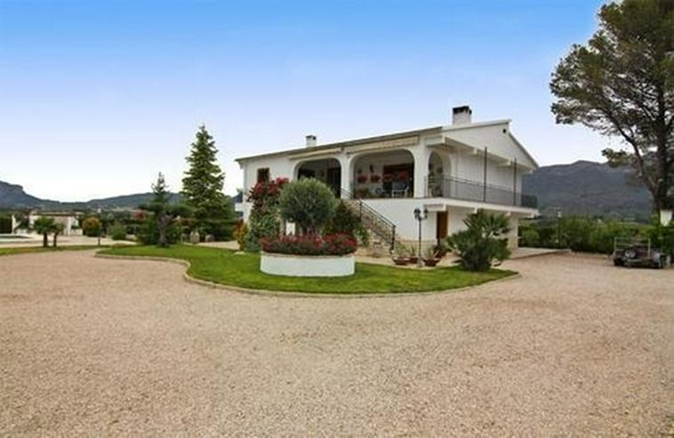 Romantisch gelegene Finca mit Pool und 45.000 qm Land - Haus kaufen - Bild 1