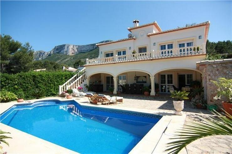 Sehr gepflegte Villa in Top Lage mit Pool und Meerblick - Bild 1