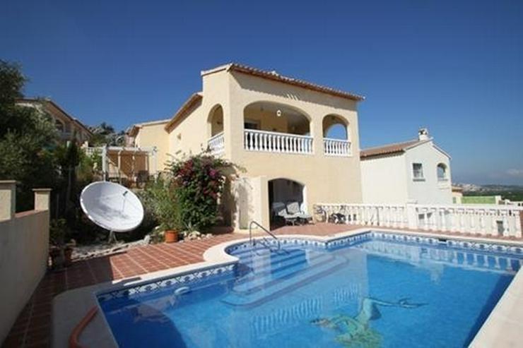 Villa mit 3 Schlafzimmern und unwiderstehlicher Aussicht auf das Orba Tal - Haus kaufen - Bild 1