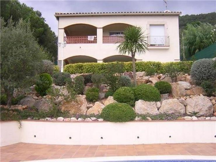 Schöne, privat gelegene Villa mit Pool und 4 -5 Schlafzimmern nahe Sant Feliu - Haus kaufen - Bild 1