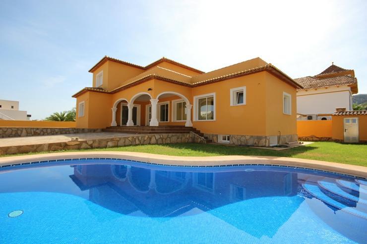 Große Neubauvilla in bester Bauqualität mit Pool, ZH, gr. Garage, Dachterrasse in bevorz... - Haus kaufen - Bild 1