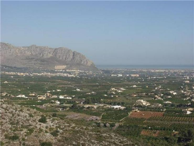 Bild 6: Traumgrundstück mit Genießerausblick über das Tal, auf das Meer u. in die Berge