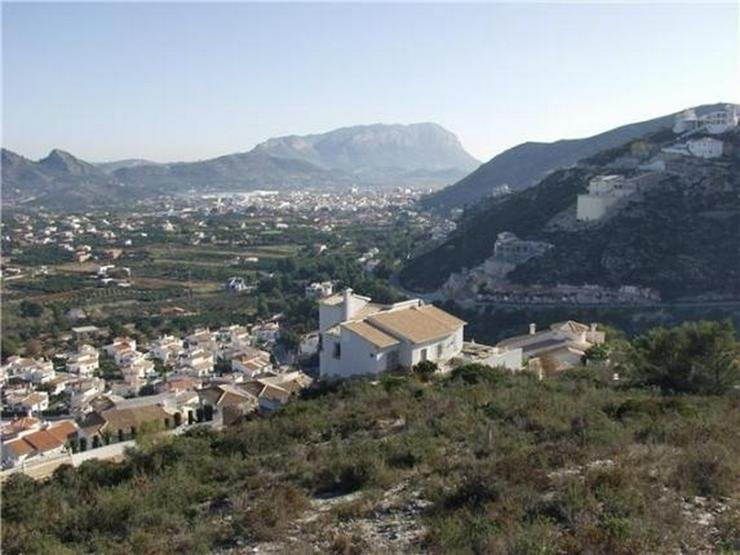 Bild 5: Traumgrundstück mit Genießerausblick über das Tal, auf das Meer u. in die Berge