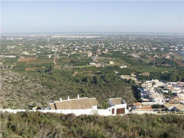 Bild 1: Traumgrundstück mit Genießerausblick über das Tal, auf das Meer u. in die Berge