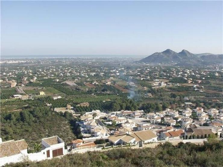 Bild 2: Traumgrundstück mit Genießerausblick über das Tal, auf das Meer u. in die Berge