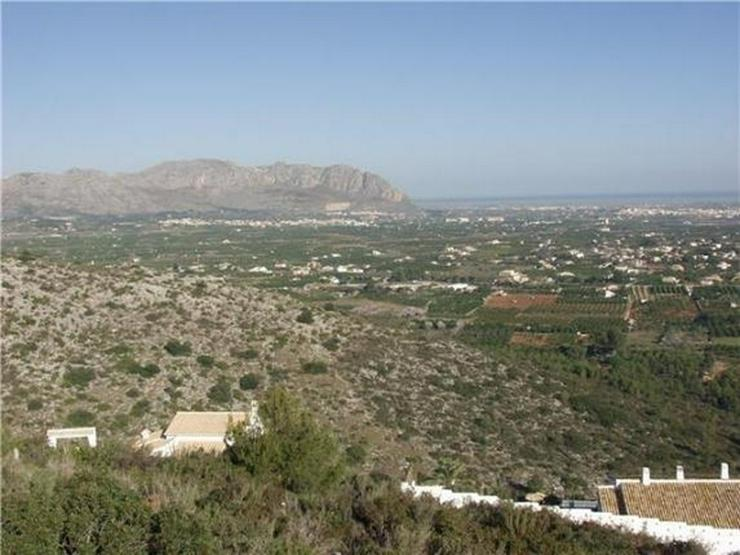Bild 3: Traumgrundstück mit Genießerausblick über das Tal, auf das Meer u. in die Berge