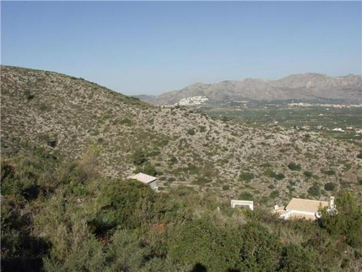 Bild 4: Traumgrundstück mit Genießerausblick über das Tal, auf das Meer u. in die Berge