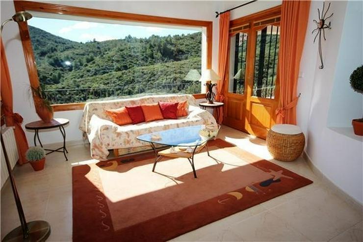 Bild 5: Villa mit Ausbaupotential, großem Grundstück, toller Poolterrasse und Bergsicht am Monte...
